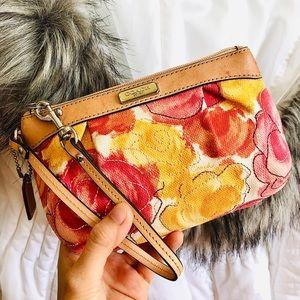 HP💘COACH⚡️Auth Floral Tan Leather Trim Wristlet